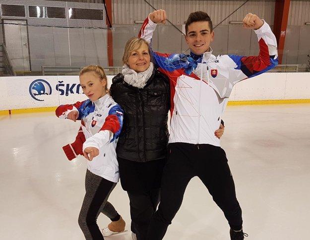 Športový pár s trénerkou Mirkou Hájkovou.