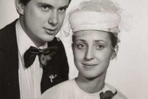 Ivana a Václav Strnadovci sa brali ešte počas štúdia na vysokej škole. V nedeľu, na Deň manželstva, si môžu zablahoželať, že sú ešte stále spolu. Že to nebolo vždy ľahké, odhalili Manželské etudy po 35 rokoch.
