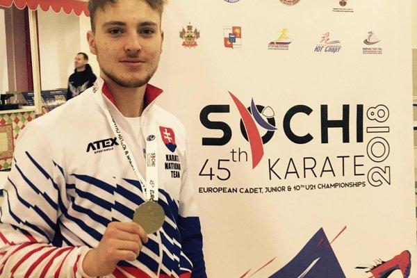 Tomáš Kósa sa teší z prvej veľkej medaily.