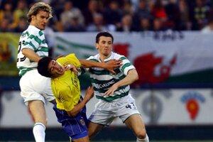 Liam Miller (vpravo) si obliekal v minulosti aj dres Celticu Glasgow.