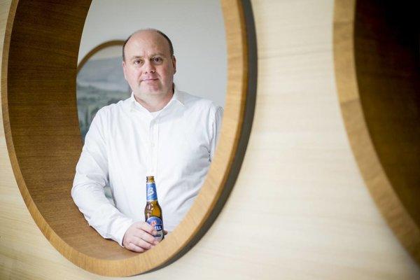 Riaditeľ Pivovarov Topvar Martin Grygařík tvrdí, že v príjemnejšom podniku sa vypije viac piva.