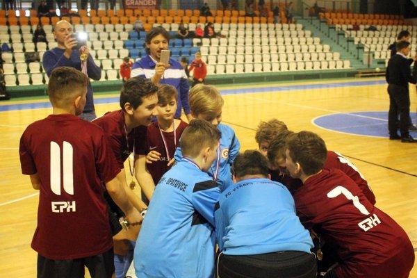 Mladší žiaci Výčap-Opatoviec si museli účasť najskôr vybojovať v kvalifikácii, ale na hlavnom turnaji sa im podarilo obhájiť lanský triumf.