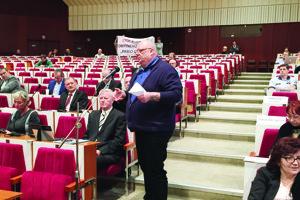 Zástupca investora. Siska prezentoval plány aj priamo pred poslancami mesta.