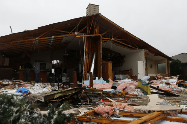 Tornáda a búrky ničili domy v Texase.