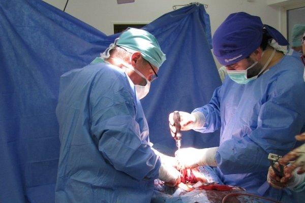 Operácia prebehla bez komplikácií.