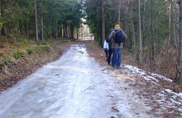 Na bežeckých tratiach je blato alebo zľadovatelé úseky.