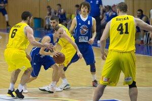 Hráči Pov. Bystrice (v modrom) podali s Interom statočný výkon.