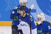 Slovenský hokejista Miloš Bubela sa raduje z gólu na olympiáde v Pjongčangu.