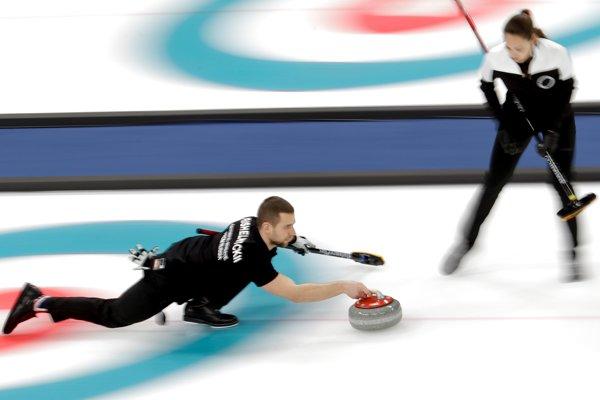 Ruský reprezentant v curlingu Alexander Krušeľnickij.