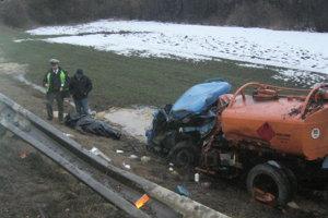 DOLNÝ KUBÍN - KŇAŽIA, február 2007. Zrážku domiešavača s aviou 61-ročný vodič avie nemal šancu prežiť.