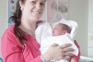 Radosť do rodiny Martiny a Dušana Palieskovcov z Púchova priniesol 11. februára Patrik (3840 g, 53 cm). Bračekovi sa potešili aj 5-ročný Marko a 3-ročná Linda.