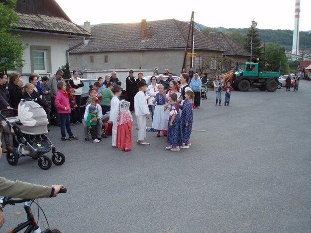 Deti majú záujem o folklór aj vďaka detskému súboru Brežanček.