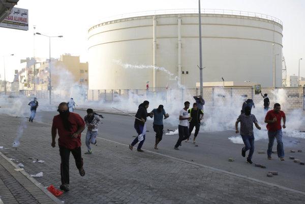 Bahrajnská polícia použila slzotvorný plyn na niekoľko desiatok protestujúcich.