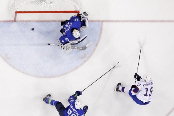 Nórski hokejisti postúpili do štvrťfinále.