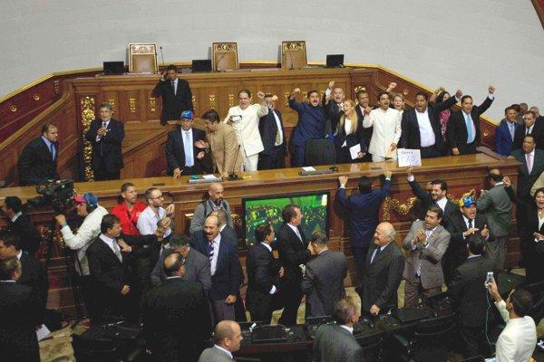 Venezuelská opozícia po prvý raz po 17 rokoch ovládla parlament.