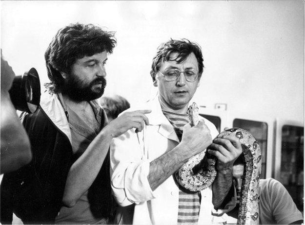 Utekajme, už ide! (1986), réžia Dušan Rapoš. V jednej z mála dobrých slovenských komédií český režisér nemôže chýbať.