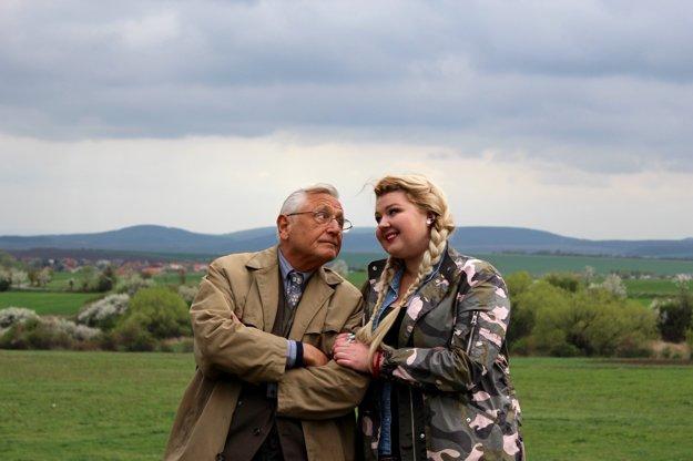 Po boku slovenskej youtuberky a herečky Evy Kramerovej pookrial len nedávno pri nakrúcaní filmu Tlmočník v réžii Martina Šulíka.
