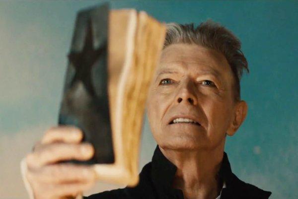 Vsurrealistickom videoklipe ktitulnej piesni albumu Blackstar si Bowie zahral až tri postavy. Jednou znich je fanatický kazateľ.