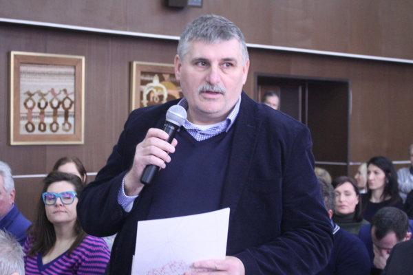 K diskutovaným problémom sa vyjadril poslanec Štefan Štefek.