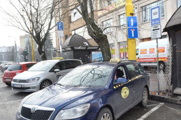 Košické taxíky. Budú mať od marca konkurenciu v podobe aplikácie Taxify.