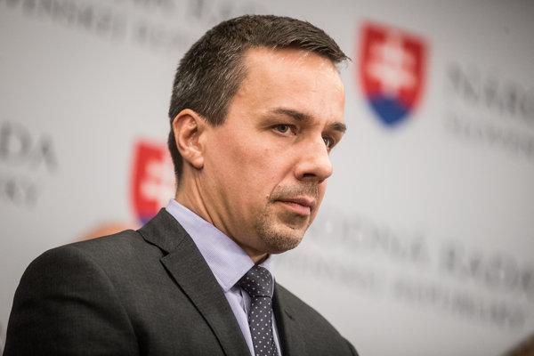 Mediálny poradca premiéra a bývalý novinár Erik Tomáš zdôrazňuje, že na Slovensku je jedna z najväčších slobôd médií na svete.