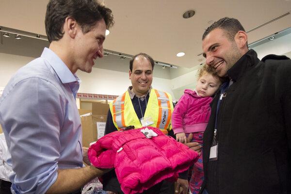 Premiér Trudeau takto vítal sýrskych utečencov.