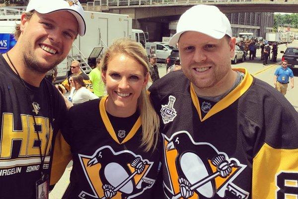 Súrodenecké hokejové trio. Vľavo Blake, vsúčasnosti hráč HC Košice, vstrede Amanda, vpravo Phil.