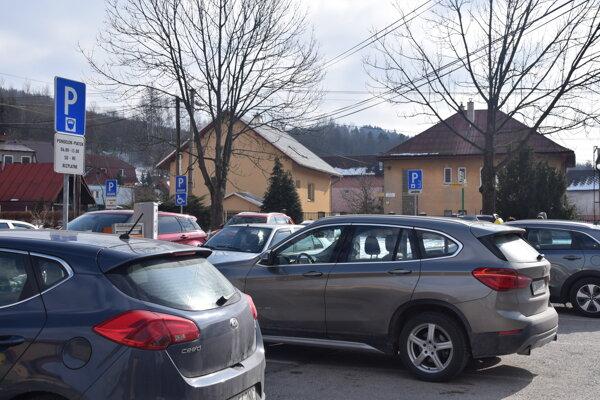 Dopravné kolízie spred zdravotníckeho strediska zmizli.