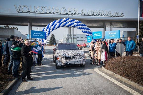Prezentácia tretej generácie Volkswagen Touareg, ktorý vyrazil z Bratislavy do Pekingu na svetovú premiéru.