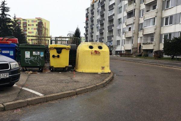 Nové kontajnery mali byť už koncom roka, no kvôli zime sa realizácia presunula na začiatok tohto roka.