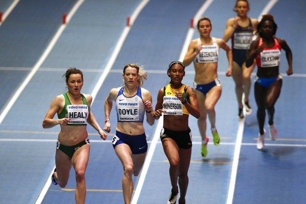 Na snímke zľava Írka Phil Healyová, Britka Eilidh Doyleová, Jamajčanka Stephenie Ann Mcphersonová a slovenská bežkyňa Alexandra Bezeková v cieli rozbehu na 400 metrov.