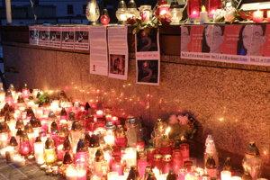 Na prievidzskom námestí horelo množstvo sviečok.