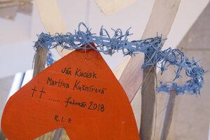 Odkaz na Symbolickom náhrobníku počas uctenia si pamiatky a vyjadrenia úprimnej sústrasti rodinám zosnulých Jána Kuciaka a Martiny Kušnírovej.