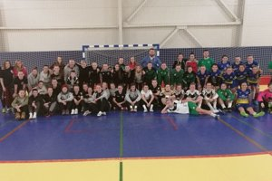 Spoločná fotografia družstiev futsalovej ligy žien.