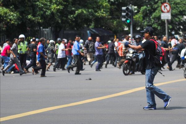 Jeden z útočníkov v indonézskej Jakarte.
