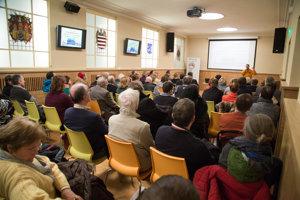 Hľadisko počas prednášky o tom, či má mesto svoju pamäť, bolo úplne zaplnené.