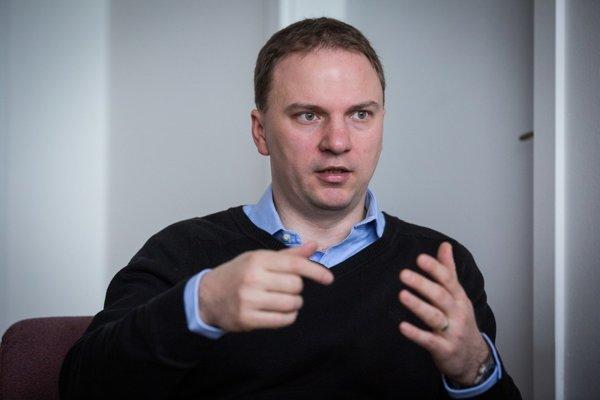 Ak ide ekonomika dobre, sú firmy schopné zvládať problémy, aj keď sú zákony menej flexibilné, hovorí ekonóm Martin Kahanec.
