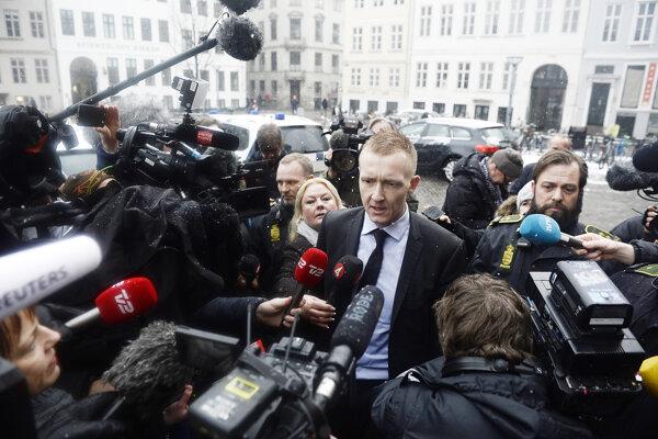 Prokurátor Jakob Buch-Jepsen prichádza na súd.