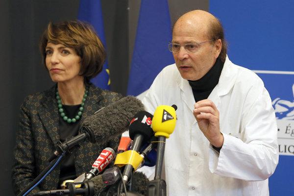 Francúzska ministerka zdravotníctva Marisol Tourainová a neurológ Gilles Edan počas tlačovej konferencie.
