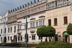 Prešovský samosprávny kraj, Krajské múzeum v Prešove pozývajú na výstavu historických fotografií a obrazov manželských párov v Krajskom múzeu v Rákociho paláci.