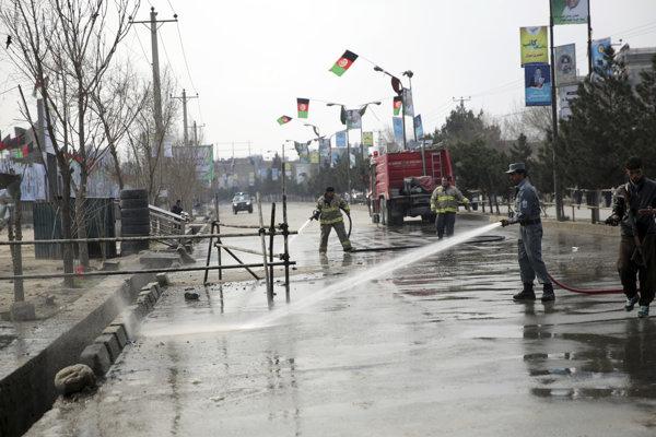 Miesto útoku, kde v Kábule zabíjal samovražedný útočník.