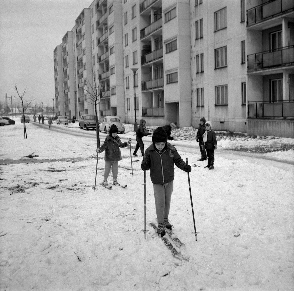 Na archívnej snímke zo 16. februára 1970 zimné radovánky v Bratislave.