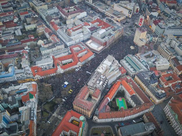 Na protest v Bratislave prišli desaťtisíce ľudí.
