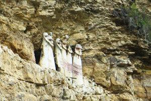 Masívne kamenné sarkofágy v tvare ľudského tela z Karajía obsahovali pozostatky vysokopostavených dávnych predkov Chachapoyov. Súčasní obyvatelia regiónu Chachapoyas sú zrejme sčasti ich potomkovia.