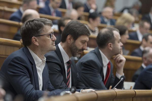 Bývalý minister kultúry Marek Maďarič sa po demisii opäť vrátil do parlamentu.