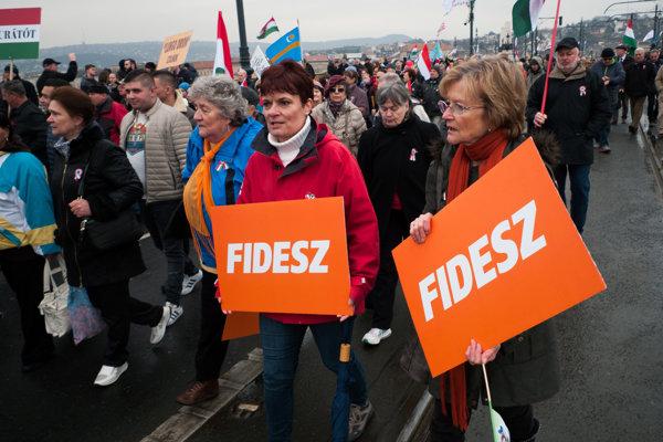 Orbánovi priaznivci.