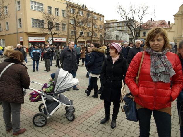 Pred týždňom na námestie prišlo asi 350 ľudí.