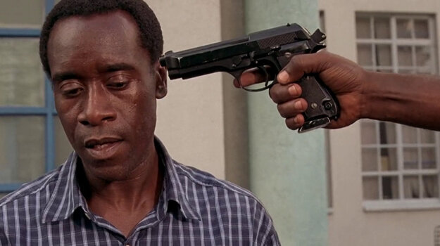 Don Cheadle bol na Oscara nominovaný za film Hotel Rwanda.