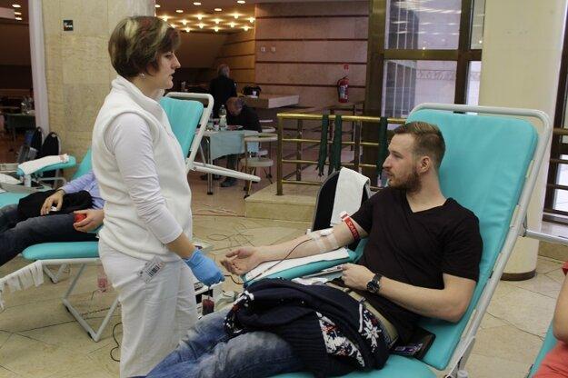 Krv daroval aj herec Roman Poláčik.
