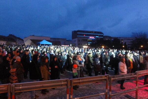 Koncert na Svätoplukovom námestí trval vyše hodinu a pol.